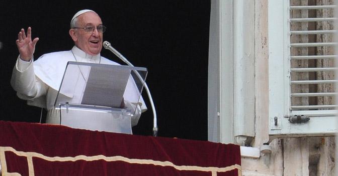 Il Papa all'Angelus invita a pregare per la Siria