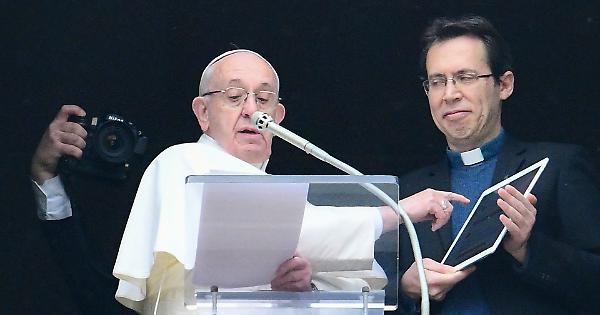 Insulti al Papa su fb: indagato vice sindaco di Civitanova
