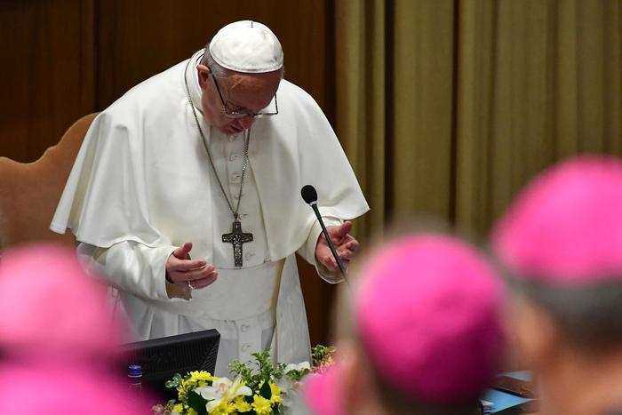 Il Papa apre il summit sulla pedofilia: misure concrete