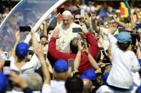 Il Papa a Blaj in Romania: beatificherà i martiri del comunismo