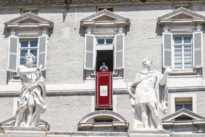 "Papa Francesco all'Angelus, ""sia pace in Siria ed in Medioriente"""