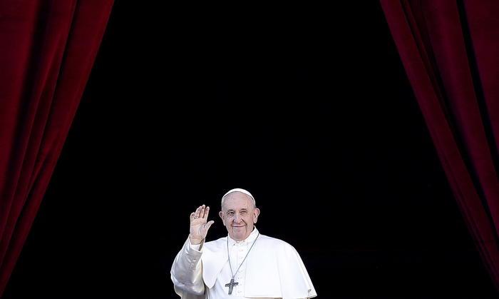 Papa Francesco al messaggio natalizio 'Urbi et Orbi': difesa e sostegno ai migranti vittime dell'ingiustizia