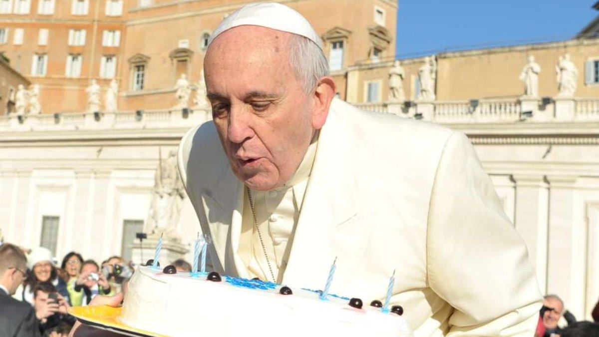 Papa Francesco compie 81 anni, gli auguri di Mattarella