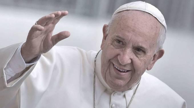 Papa in Sicilia: pranzo con poveri e migranti e omaggio a don Puglisi