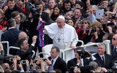 Papa Francesco a 120 giovani: la felicità non si scarica con un App