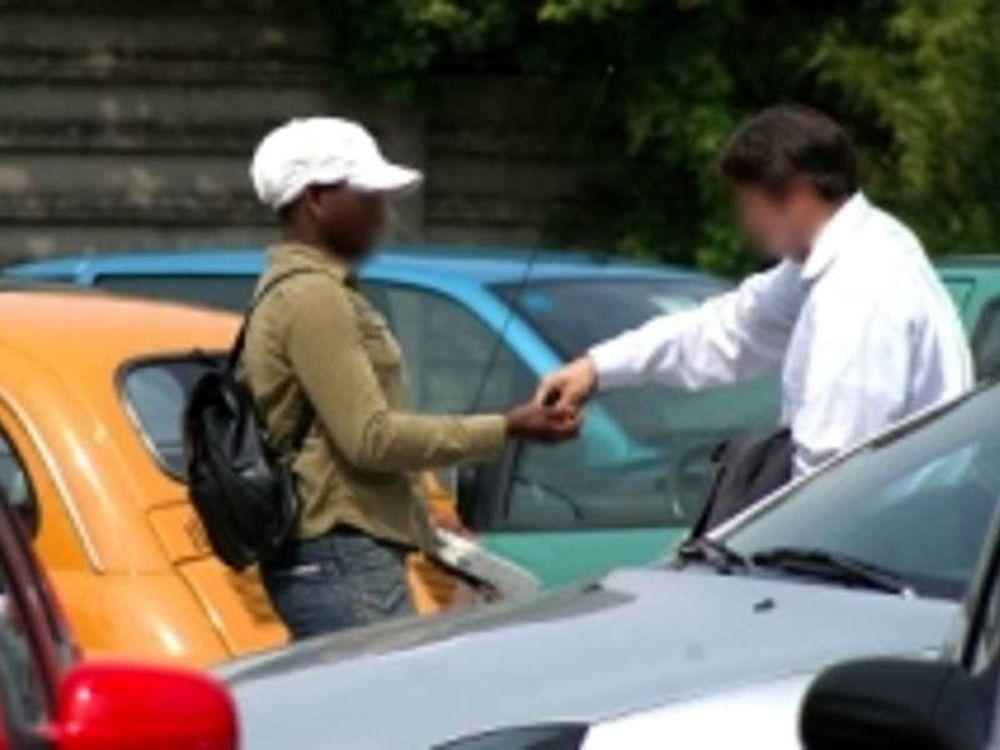 Avola, volevano i soldi per il parcheggio: 2 marocchini denunciati