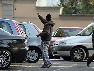 Palermo, aggredisce automobilista: arrestato parcheggiatore abusivo