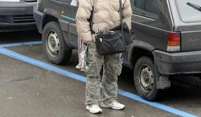 Palermo, parcheggiatore abusivo multato e denunciato