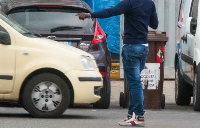 Parcheggiatore abusivo dà in escandesca a Catania, fermato
