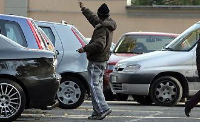 Palermo, arrestato parcheggiatore abusivo per tentata estorsione