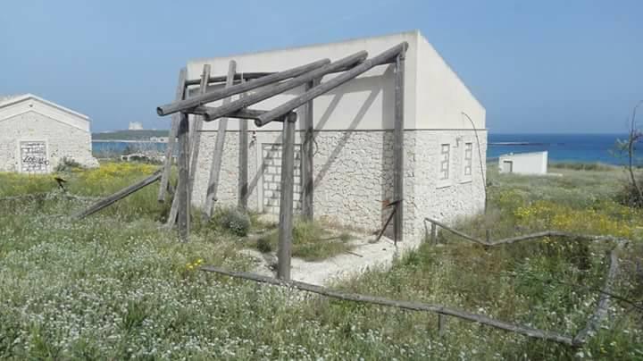 Rifiuti abbandonati e degrado a Portopalo di Capo Passero