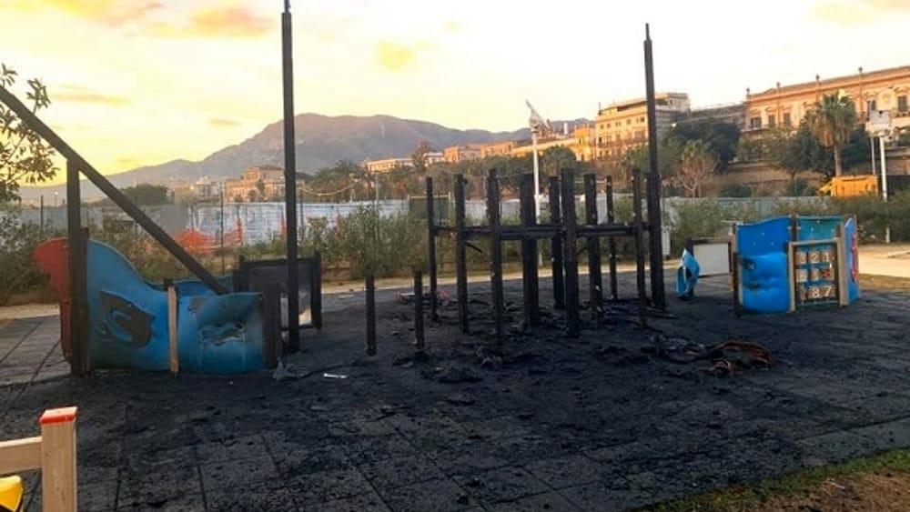 Piromani in azione a Palermo, incendiato il Parco della salute