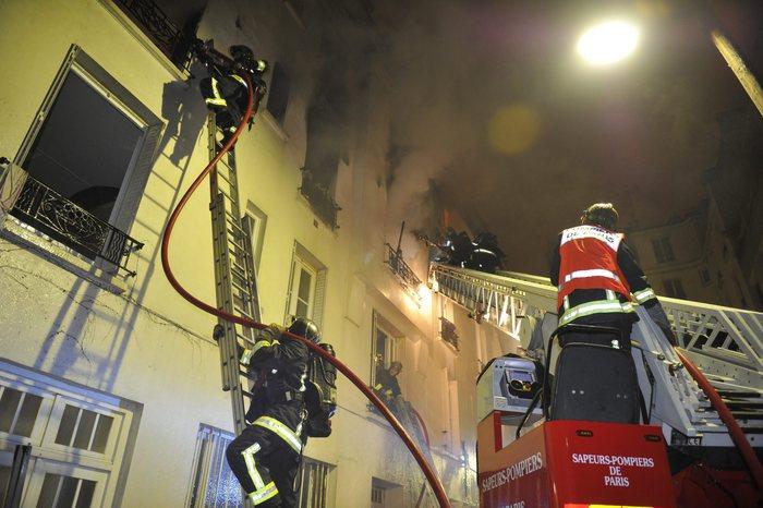 Incendio in un palazzo di Parigi, 3 morti: ventisette le persone rimaste ferite