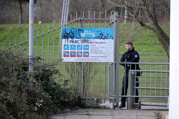 Accoltella due donne vicino Parigi, aggressore ucciso dai poliziotti