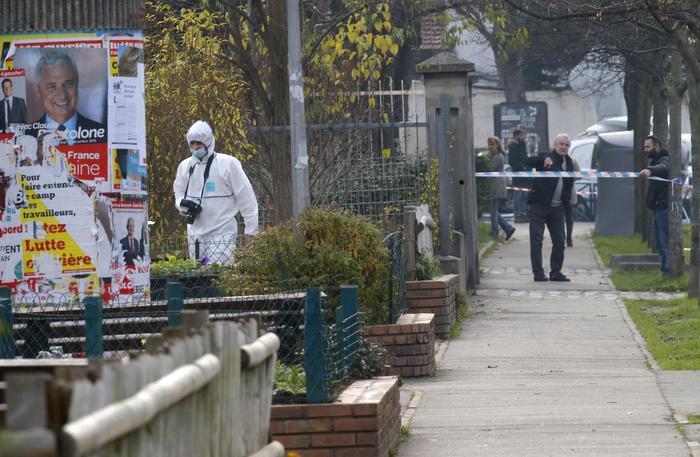 Parigi, insegnante di scuola materna si inventa aggressione dell'Isis