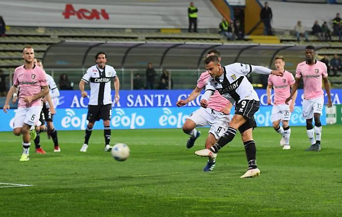 Il palermitano Calaiò fa tre gol ai rosanero e regala una notte magica al Parma