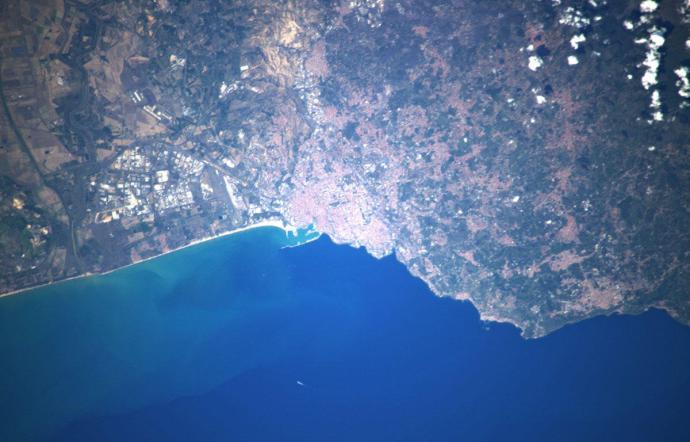 Parmitano fotografa Catania dallo Spazio, 'brilla come una costellazione'