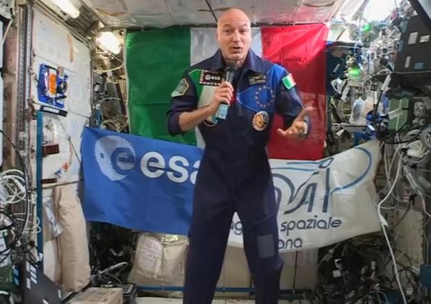 """Luca Parmitano a Conte: """"Benvenuto sulla Stazione Spaziale"""""""