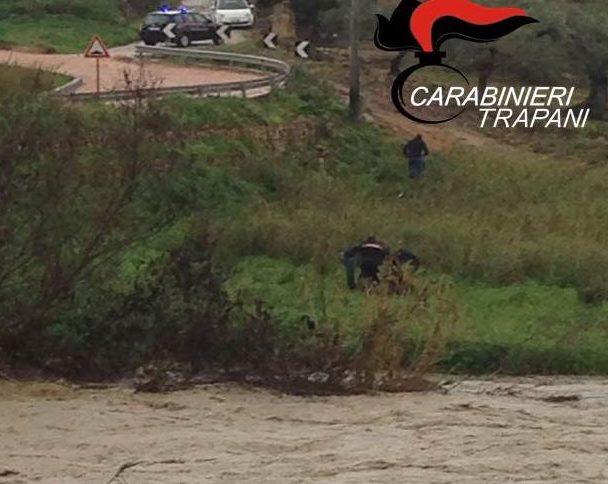 Maltempo, con l'auto  nel fiume a Partanna: grave un anziano