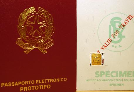 """Terrorismo: """"Da Napoli passaporti falsi finiti nelle mani dell'Isis"""""""