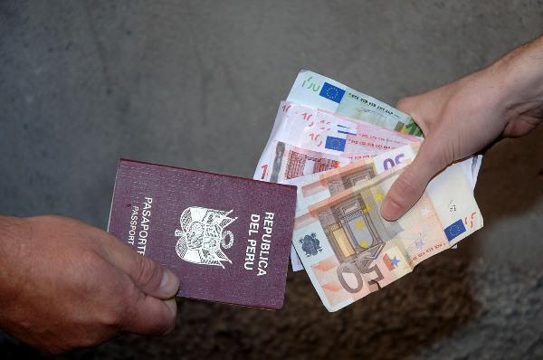 Voleva andare a Malta con documenti falsi, arrestato a Catania