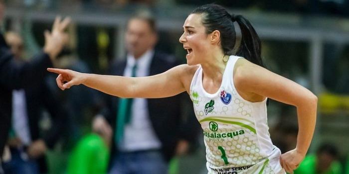 Basket femminile,  la play-guardia Nicole Romeo riconfermata dal Ragusa