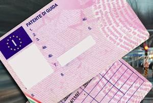 Vendevano patenti a 4000 euro, 20 arresti della polizia a Frosinone