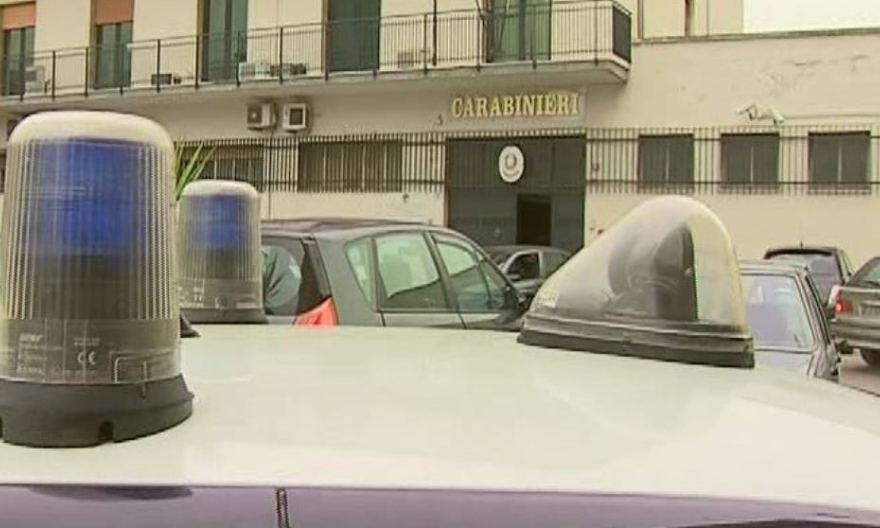 Paternò, ubriaco alla guida investe due auto in sosta: denunciato a piede libero