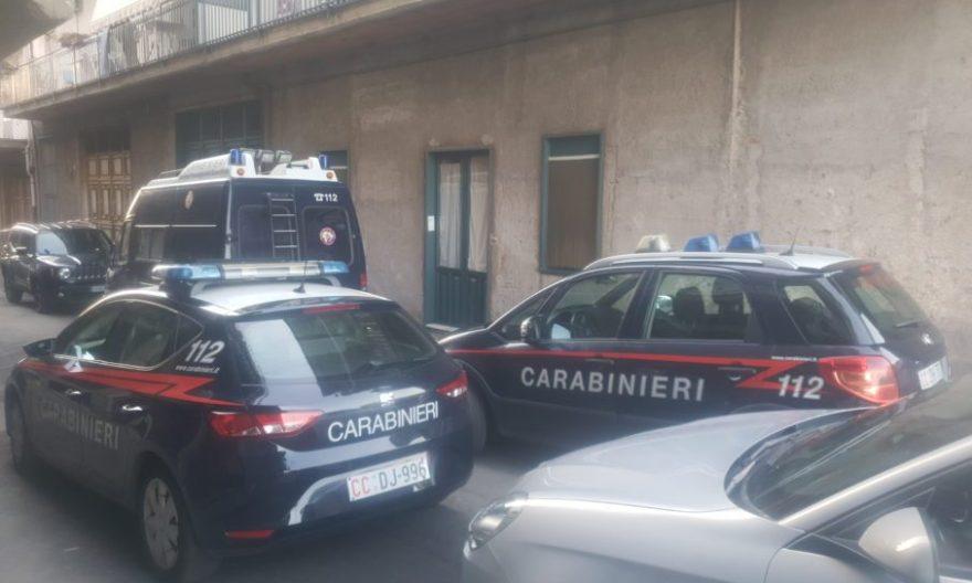 Lite in famiglia a Paternò, ex postino cade per terra e muore: fermata la figlia per omicidio