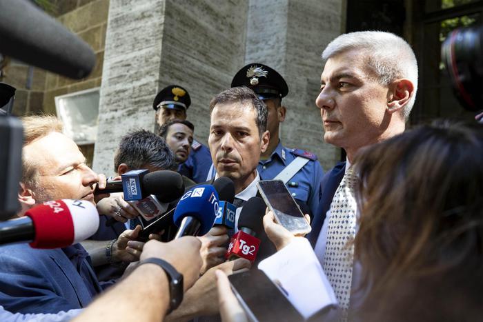 Whirlpool di Napoli, il ministro Patuanelli sospende la trattativa con l'azienda