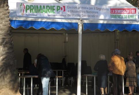 Palermo, dalle 8 del mattino in coda per votare alle primarie del Pd