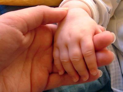 """Pediatri: """"Ecco la guida per viaggiare sicuri con bimbi"""""""
