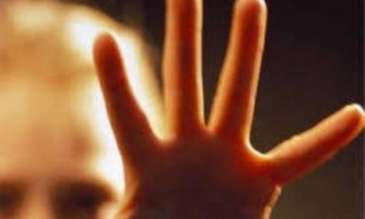 Molesta ragazzino in strada, presunto pedofilo bloccato a Paternò