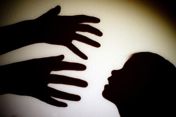 Agrigento, violentò la nipotina per 5 anni: chiesti 12 anni di carcere