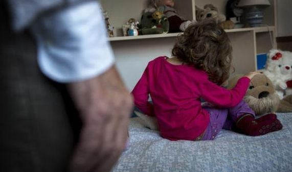 Pedofilia, domestico abusa di una 14enne: preso a Mascalucia