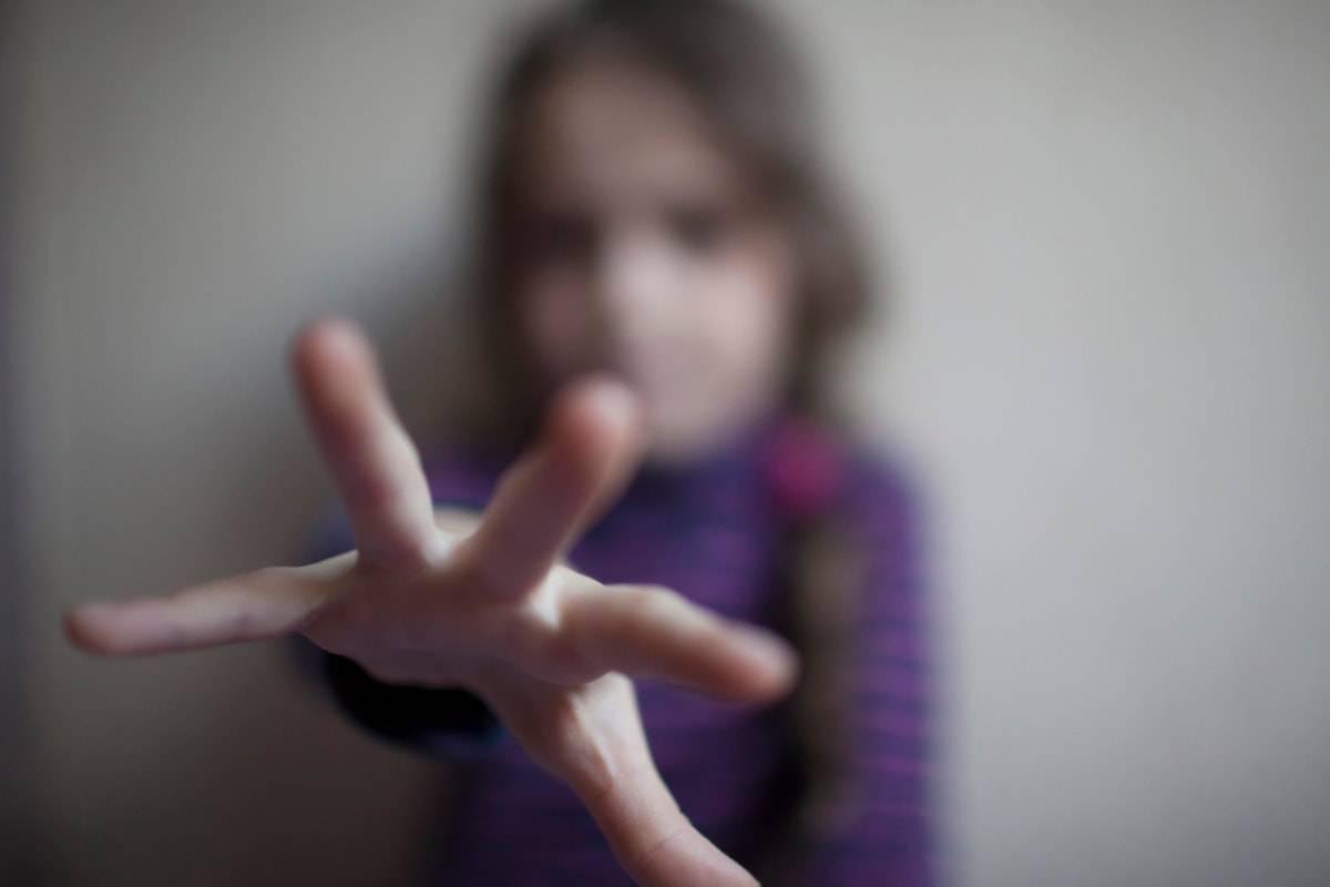 Pedofilia, offrì la figlia di 10 anni a un 45enne di Villarosa: 9 anni definitivi
