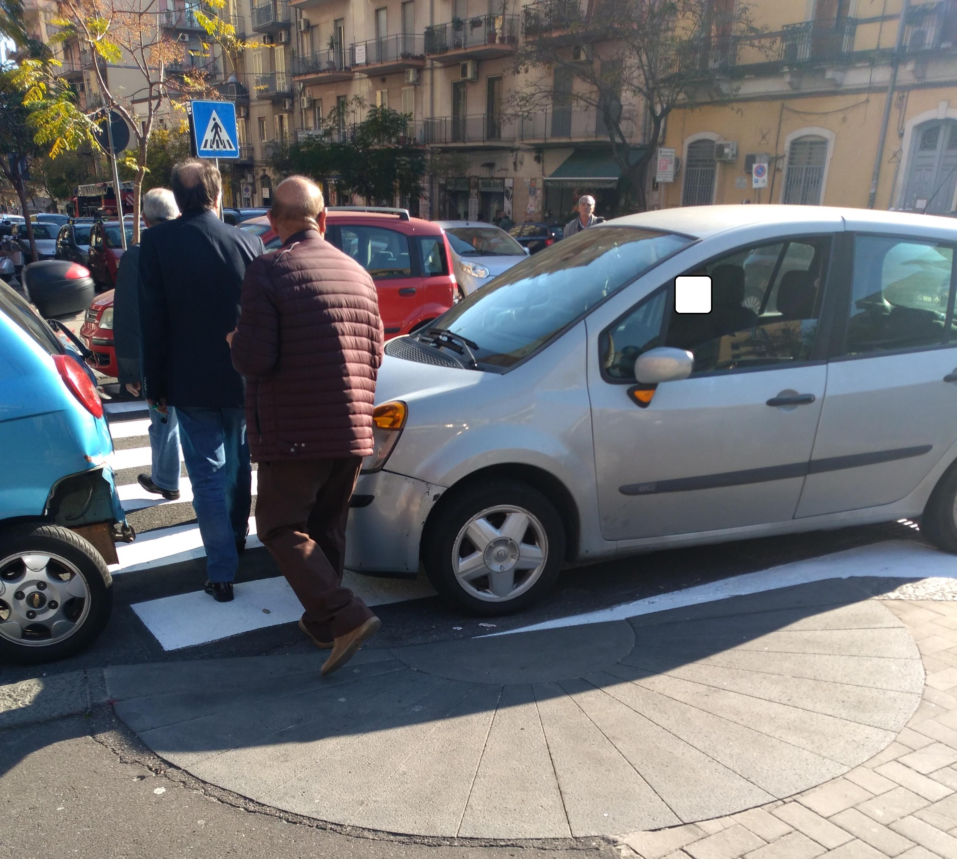 """Abusivismo e parcheggi selvaggi a Catania: """"Più controlli"""""""