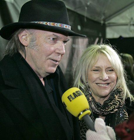 Morta Pegi, ex moglie di Neil Young: muore a 66 anni
