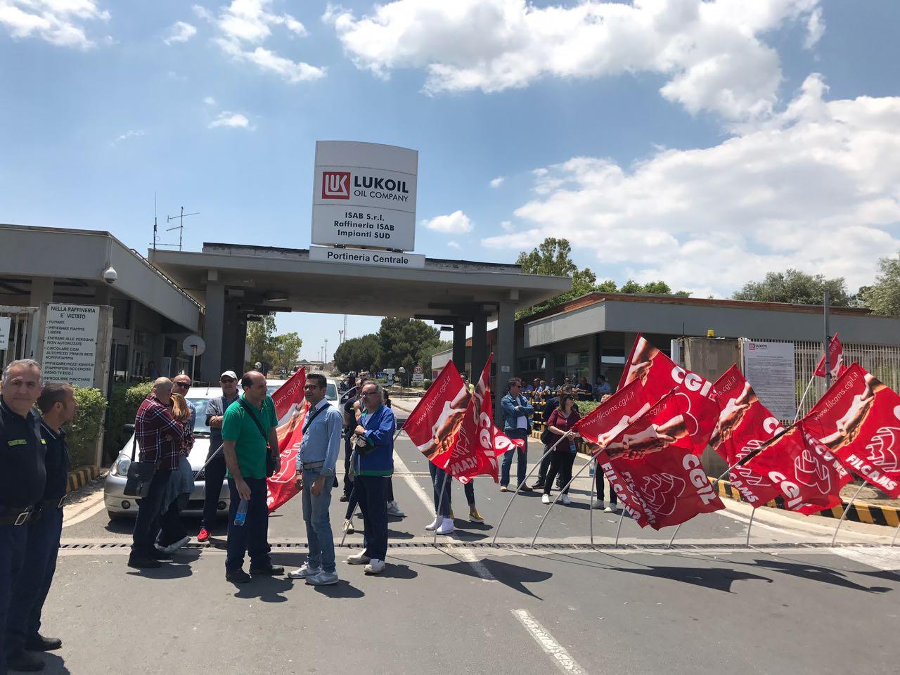 Priolo, in sciopero i lavoratori della mensa Isab contro i licenziamenti
