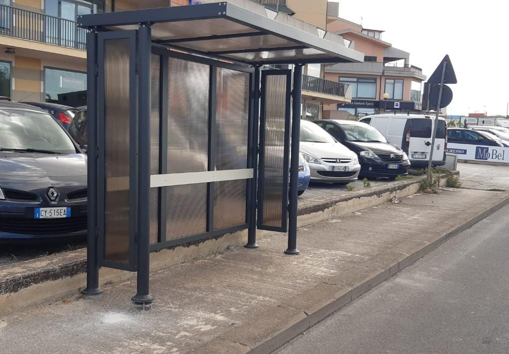Modica, installate sei nuove pensiline per l'attesa del bus