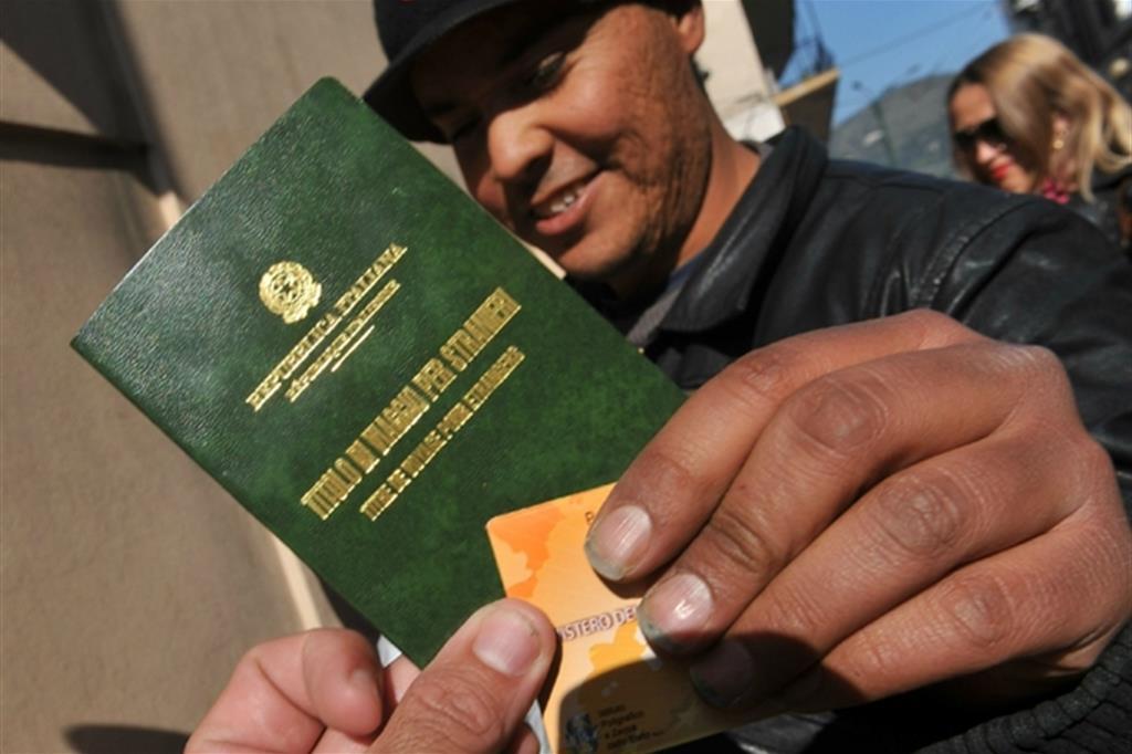 Finte assunzioni a Catania per permessi di soggiorno: undici denunciati