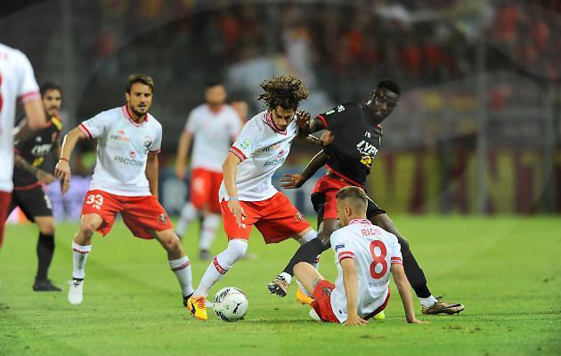 Il Benevento pareggia a Perugia e sogna la serie A: finale contro il Carpi