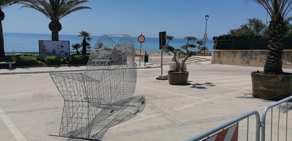 """Marina di Modica, un """"Pesce mangia plastica"""" a difesa dell'ambiente"""