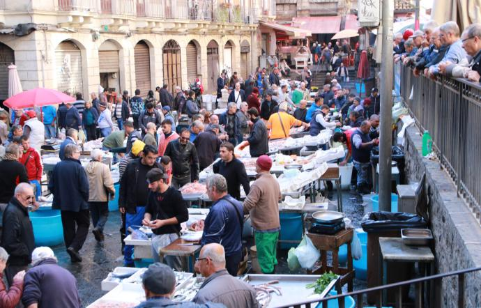 Riapre dopo due mesi l'antica pescheria di Catania