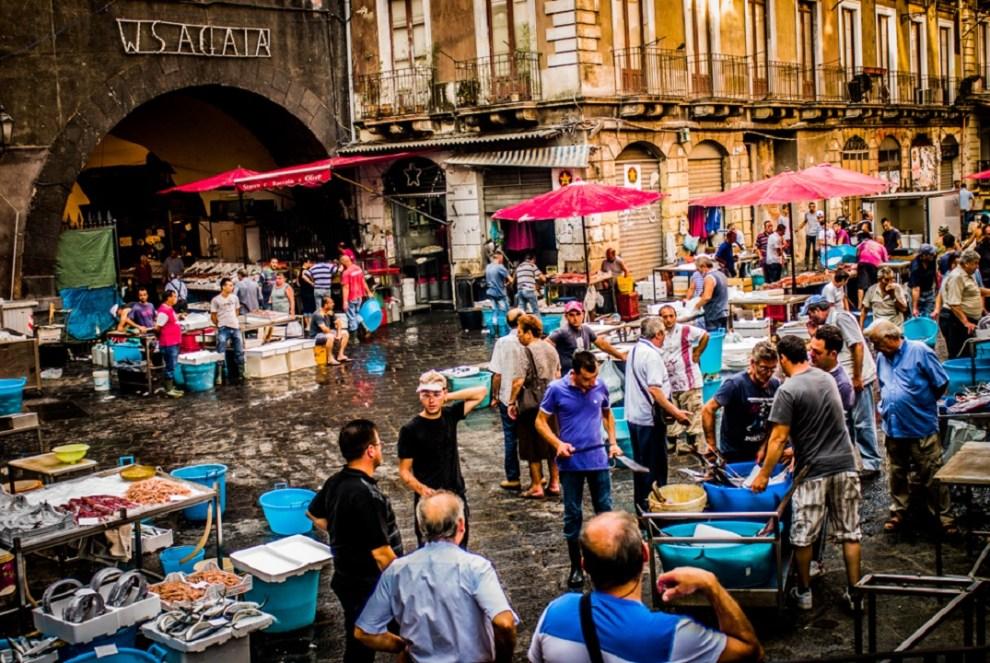 Riaperta la pescheria di Catania, il sindaco: rispettate le regole anti-Covid