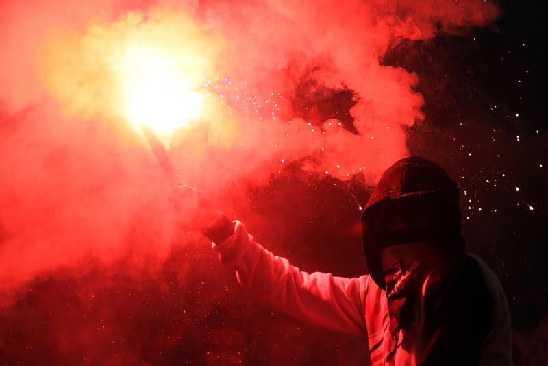 Lanciano petardi durante l'incontro di calcio Real Avola - Acireale: due denunce