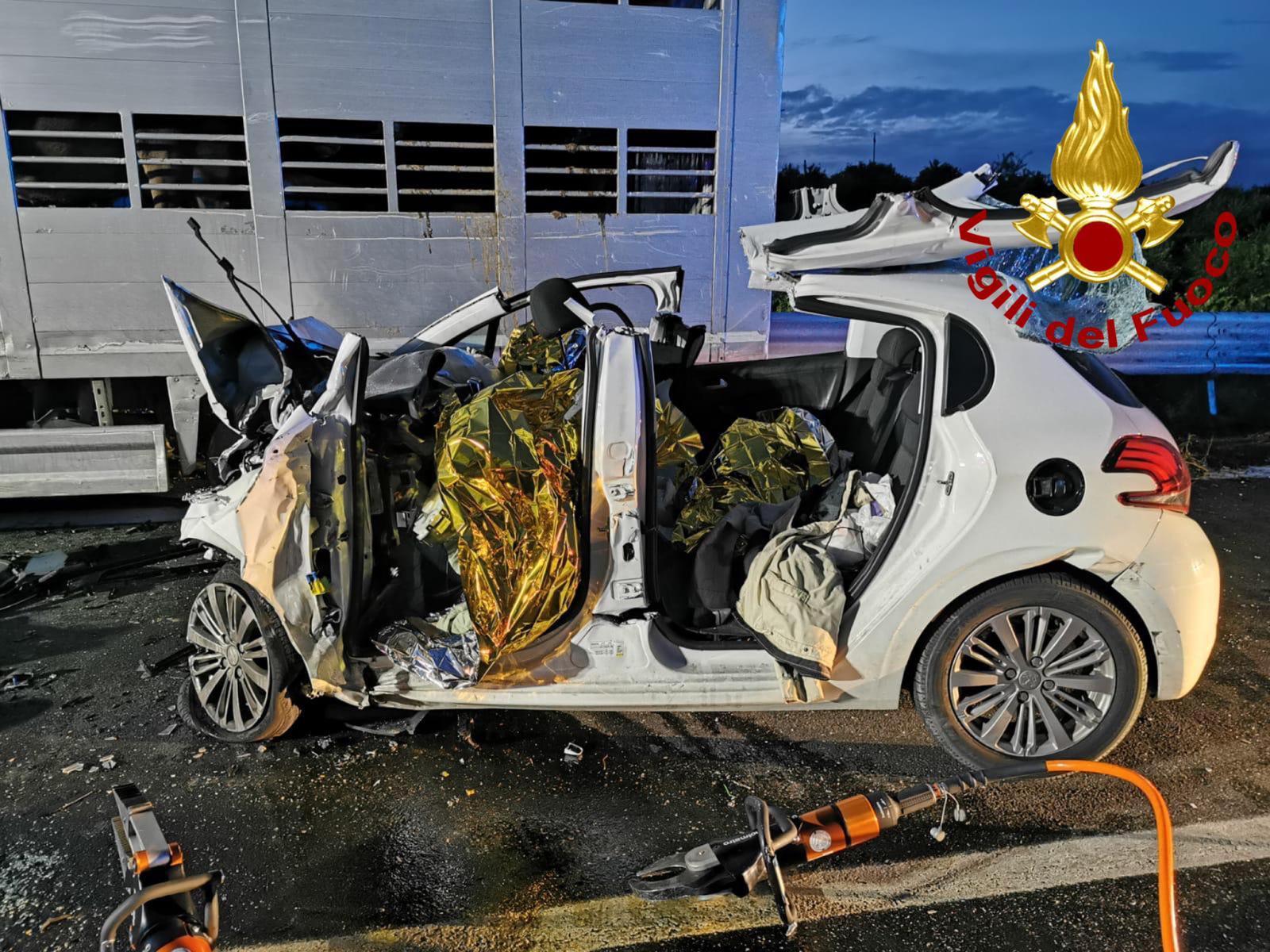 Schianto fra un camion e un'auto sulla Statale 194: tre morti a Francofonte