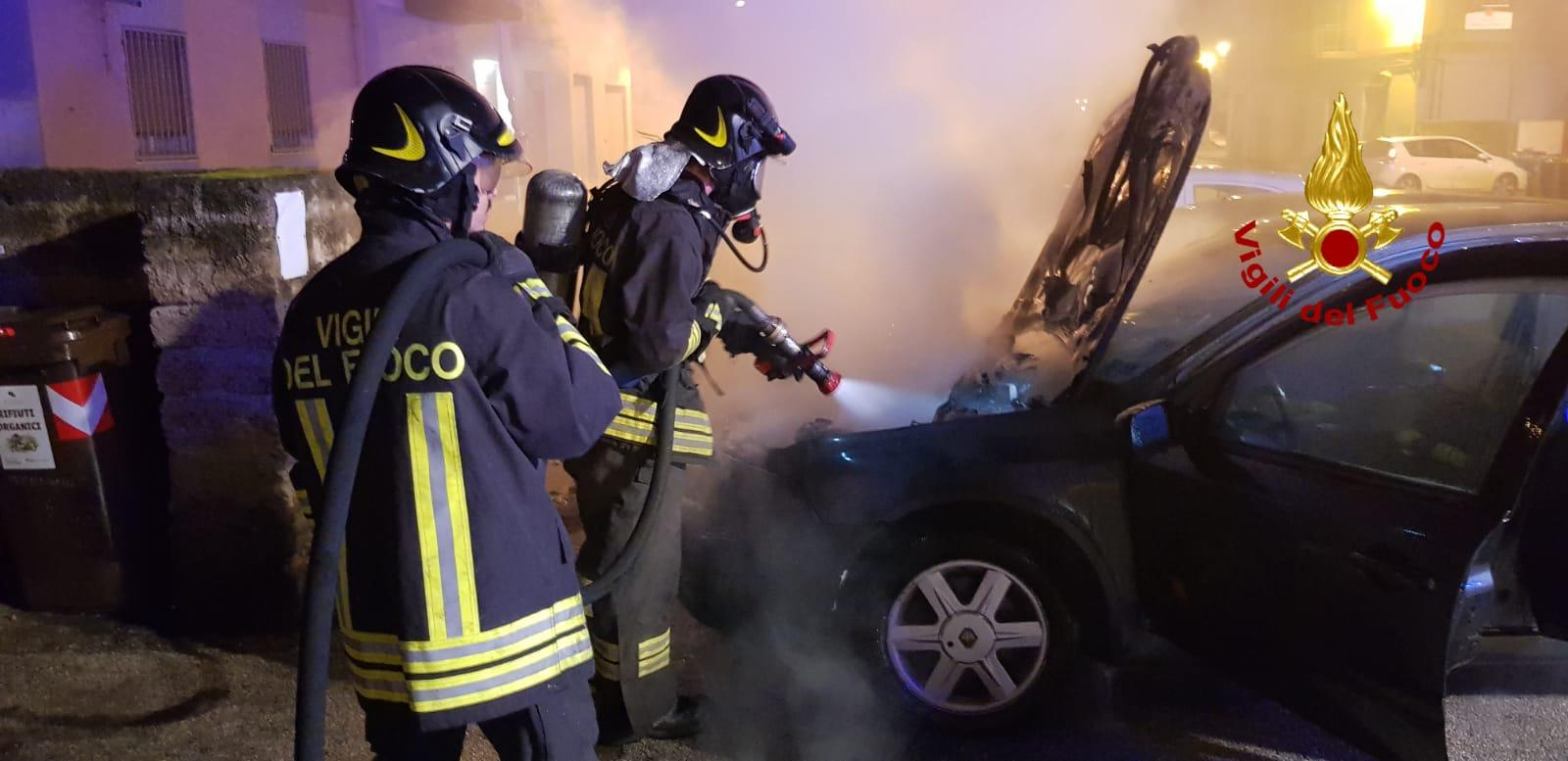 Siracusa, auto in fiamme in via Paternò: da accertare la natura del rogo