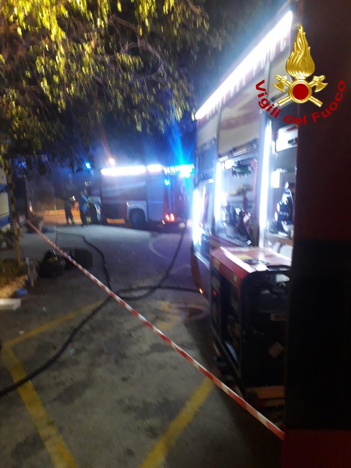 Siracusa,  incendio al Club Pegaso: fiamme e fumo ma nessun ferito