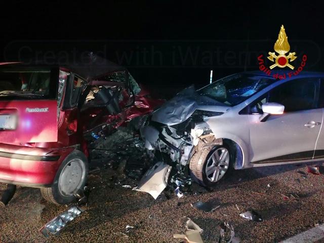 Catania, scontro fra due auto sulla Statale 192: tre persone ferite, una è grave